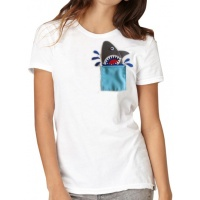 t-shirt_a_shark_in_my_pocket_1